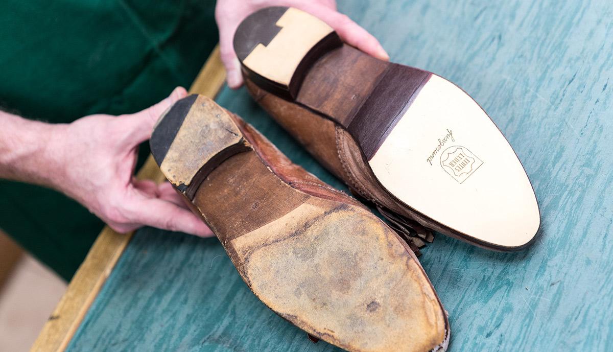 Vergleich eines Schuhs vor und nach neuer Besohlung